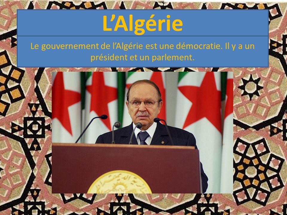 L'Algérie Le gouvernement de l'Algérie est une démocratie. Il y a un président et un parlement.