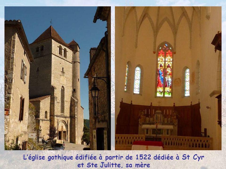 L'église gothique édifiée à partir de 1522 dédiée à St Cyr et Ste Julitte, sa mère