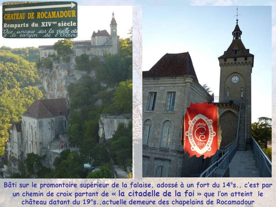 Bâti sur le promontoire supérieur de la falaise, adossé à un fort du 14°s., c'est par un chemin de croix partant de « la citadelle de la foi » que l'on atteint le château datant du 19°s.,actuelle demeure des chapelains de Rocamadour