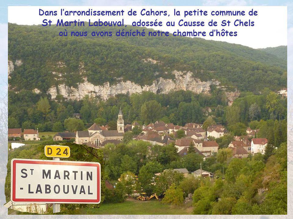 Dans l'arrondissement de Cahors, la petite commune de St Martin Labouval, adossée au Causse de St Chels où nous avons déniché notre chambre d'hôtes