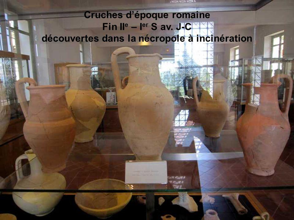 Cruches d'époque romaine découvertes dans la nécropole à incinération