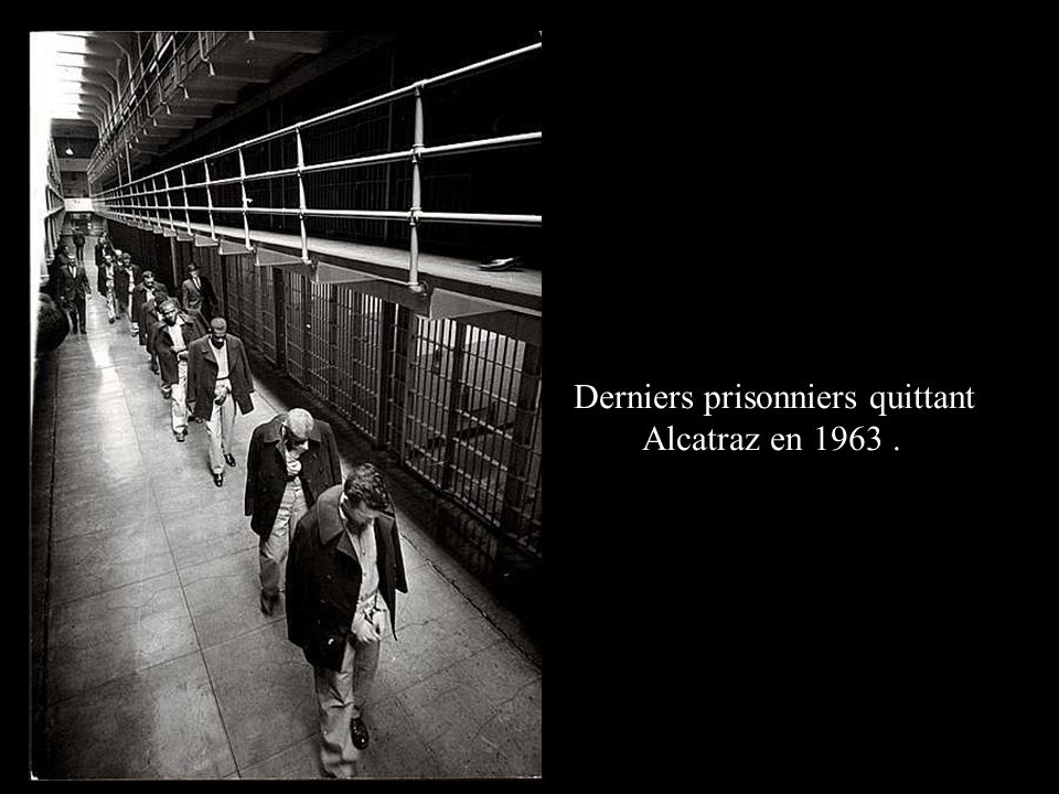 Derniers prisonniers quittant