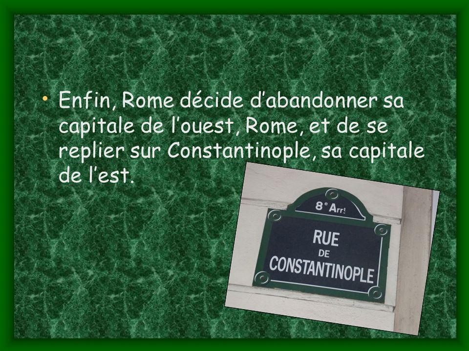Enfin, Rome décide d'abandonner sa capitale de l'ouest, Rome, et de se replier sur Constantinople, sa capitale de l'est.