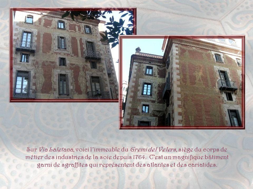 Sur Via Laïetana, voici l'immeuble du Gremi del Velers, siège du corps de métier des industries de la soie depuis 1764.