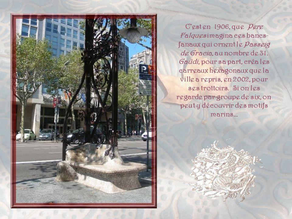 C'est en 1906, que Pere Falques imagina ces bancs-fanaux qui ornent le Passeig de Gracia, au nombre de 31.