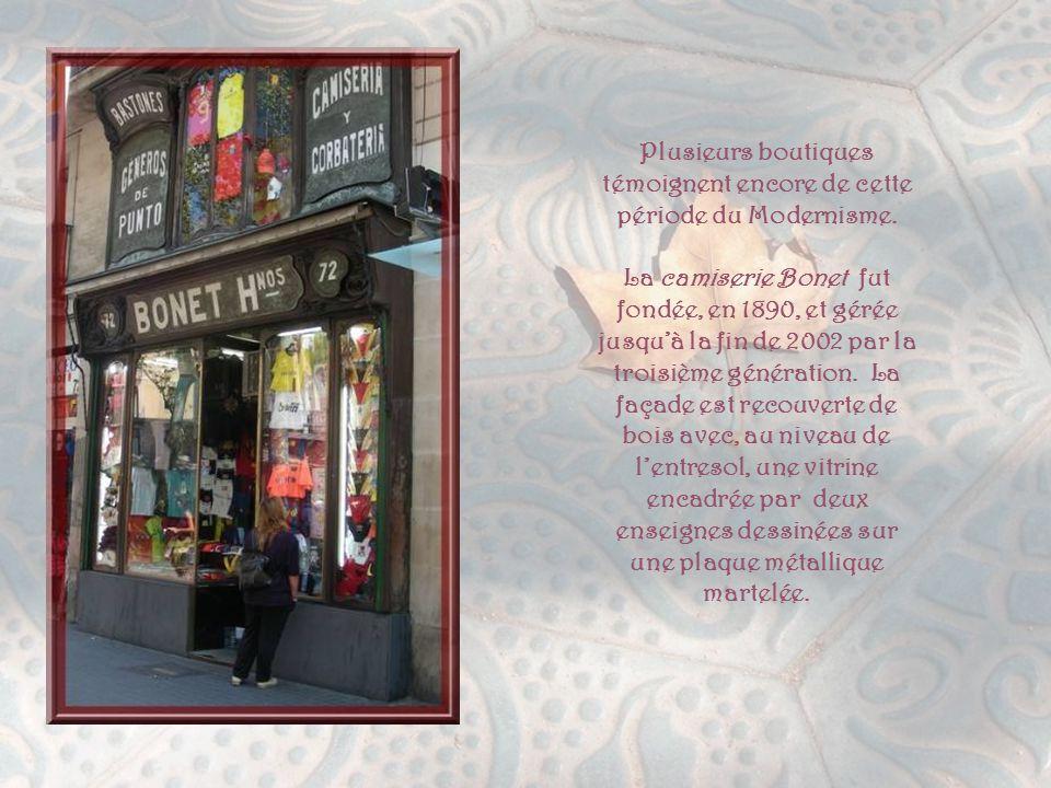 Plusieurs boutiques témoignent encore de cette période du Modernisme.