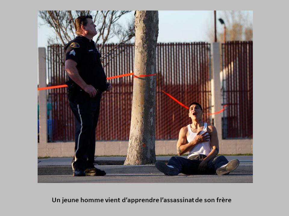 Un jeune homme vient d'apprendre l'assassinat de son frère