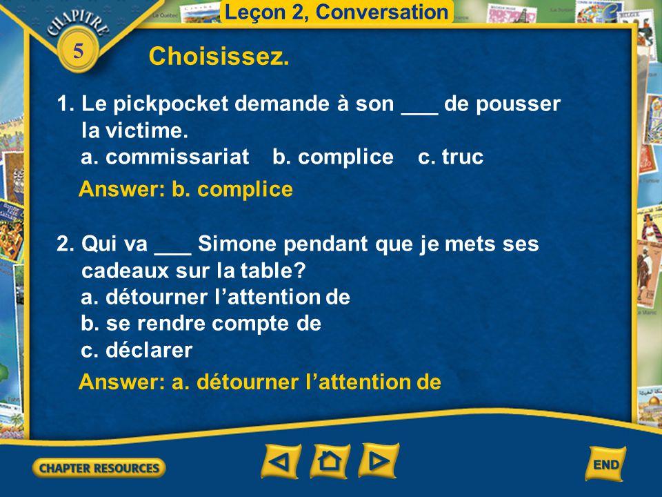 Choisissez. Le pickpocket demande à son ___ de pousser la victime.