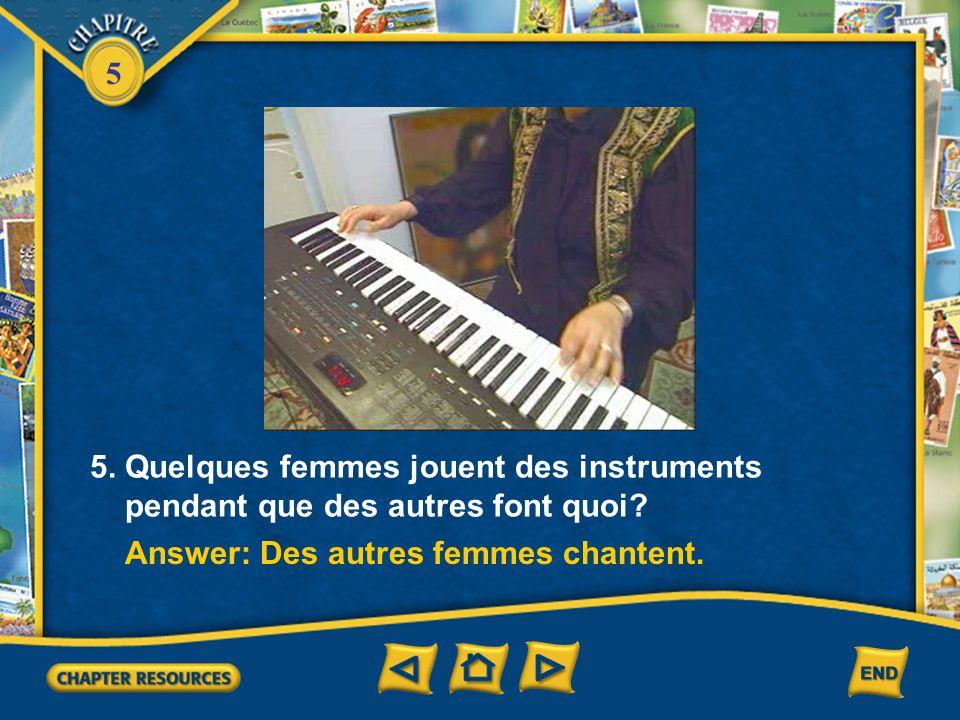 5. Quelques femmes jouent des instruments