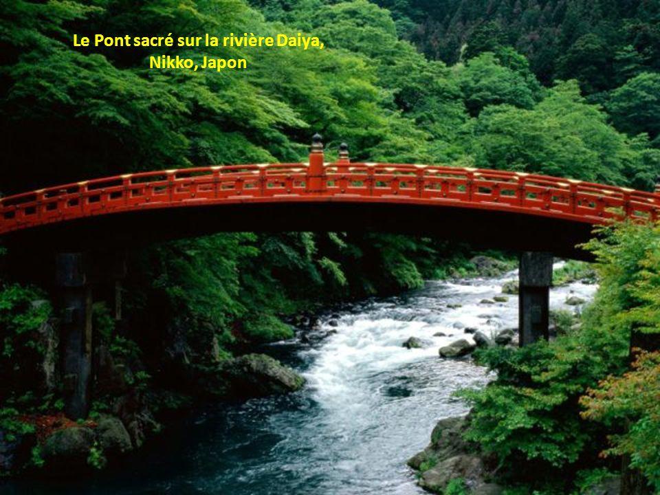 Le Pont sacré sur la rivière Daiya,