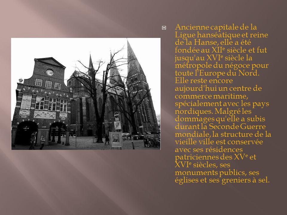 Ancienne capitale de la Ligue hanséatique et reine de la Hanse, elle a été fondée au XIIe siècle et fut jusqu au XVIe siècle la métropole du négoce pour toute l Europe du Nord.