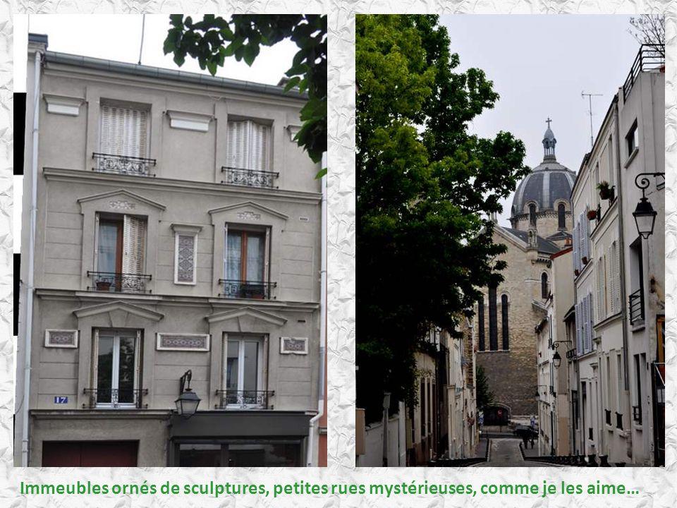 Immeubles ornés de sculptures, petites rues mystérieuses, comme je les aime…