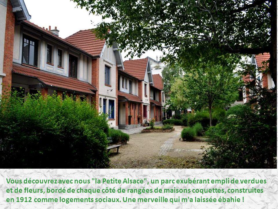 Vous découvrez avec nous la Petite Alsace , un parc exubérant empli de verdues et de fleurs, bordé de chaque côté de rangées de maisons coquettes, construites en 1912 comme logements sociaux.