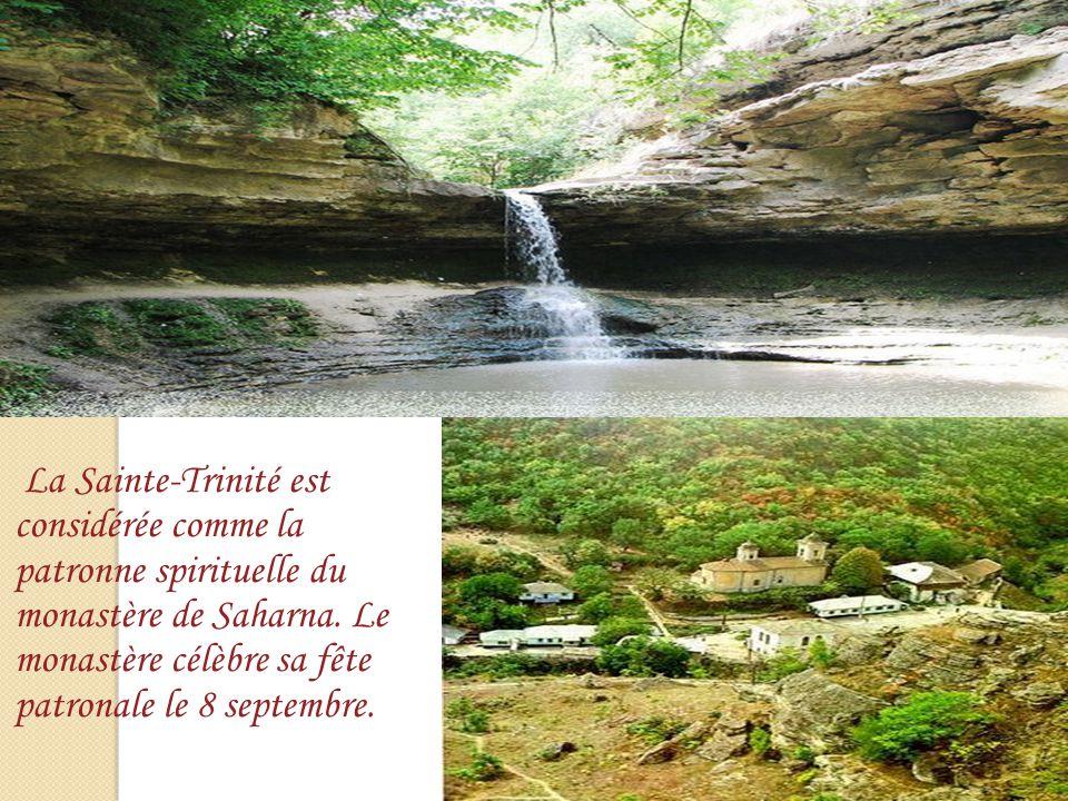 La Sainte-Trinité est considérée comme la patronne spirituelle du monastère de Saharna.