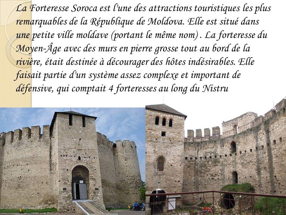 La Forteresse Soroca est l une des attractions touristiques les plus remarquables de la République de Moldova.