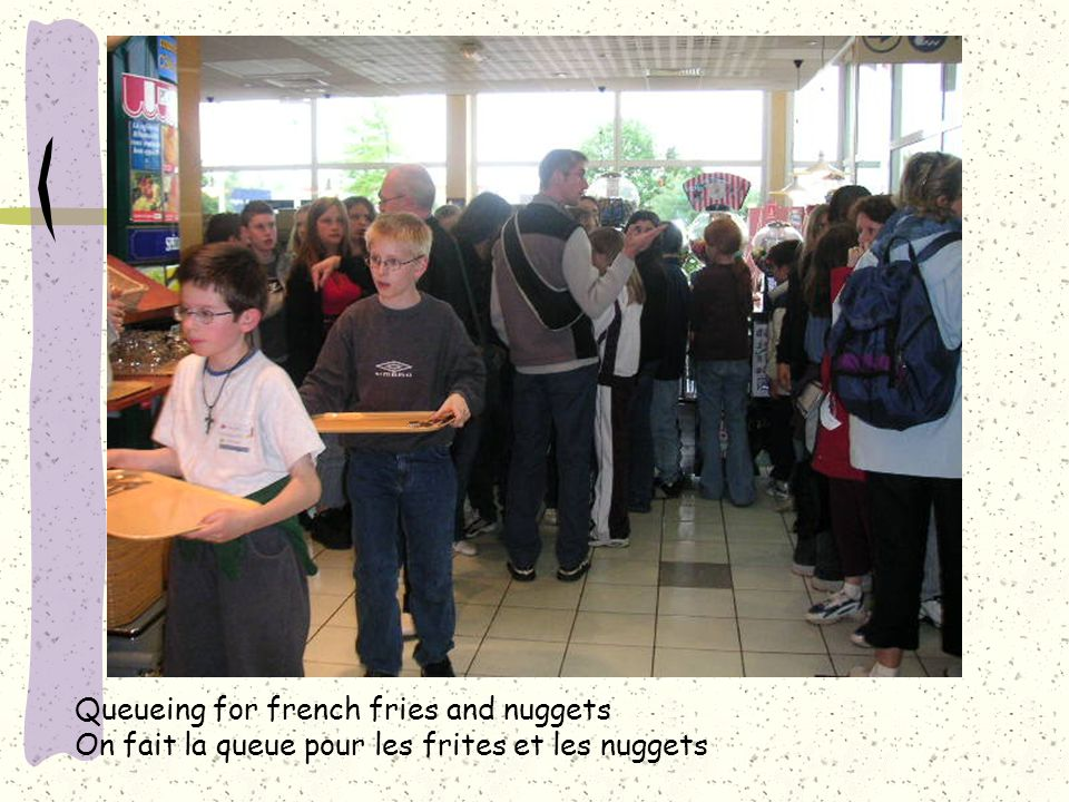 Queueing for french fries and nuggets On fait la queue pour les frites et les nuggets