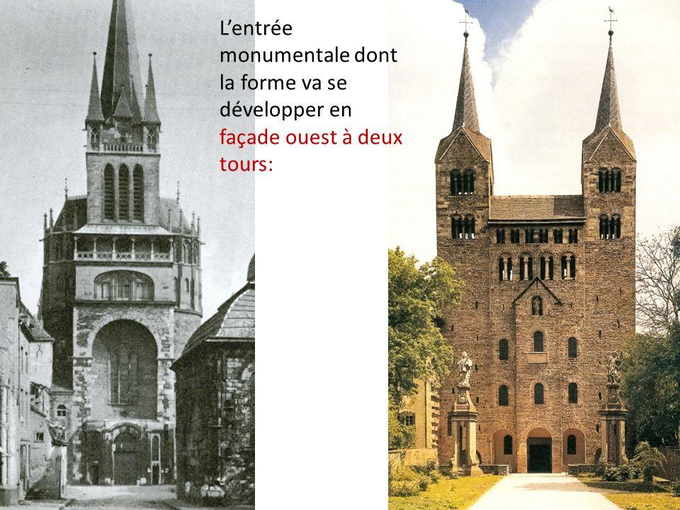 L'entrée monumentale dont la forme va se développer en façade ouest à deux tours: