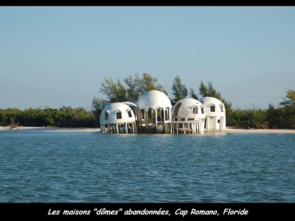 Les maisons dômes abandonnées, Cap Romano, Floride