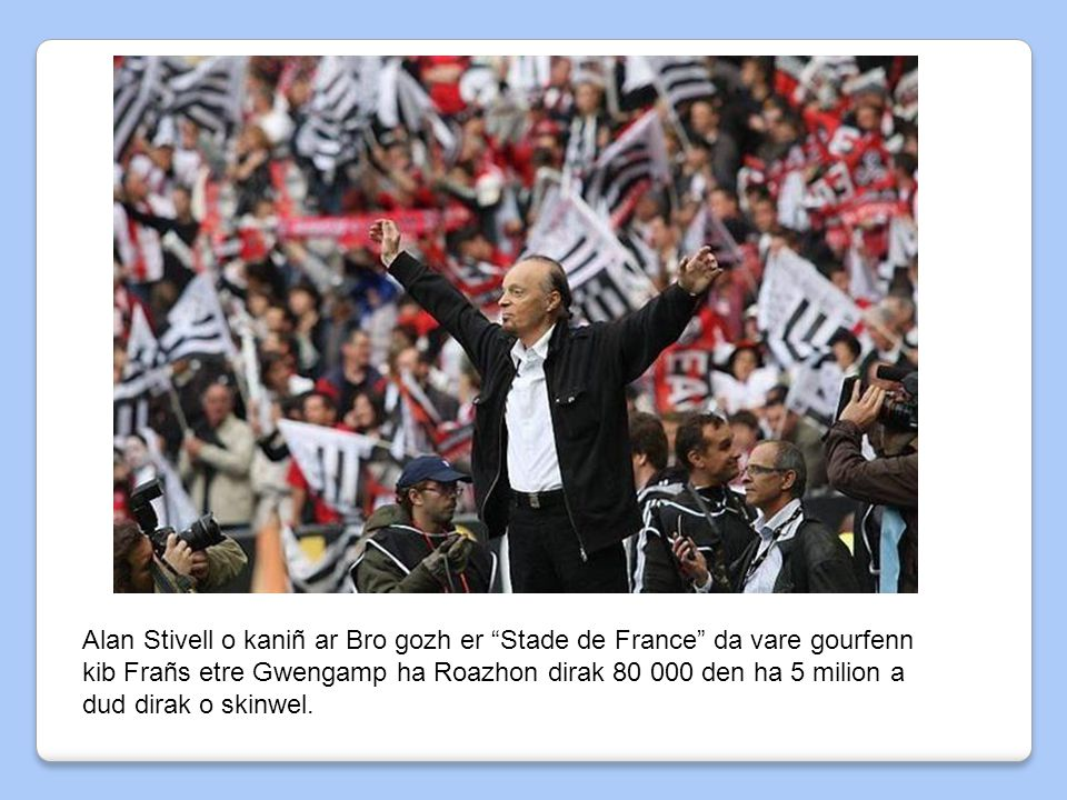 Alan Stivell o kaniñ ar Bro gozh er Stade de France da vare gourfenn kib Frañs etre Gwengamp ha Roazhon dirak 80 000 den ha 5 milion a dud dirak o skinwel.