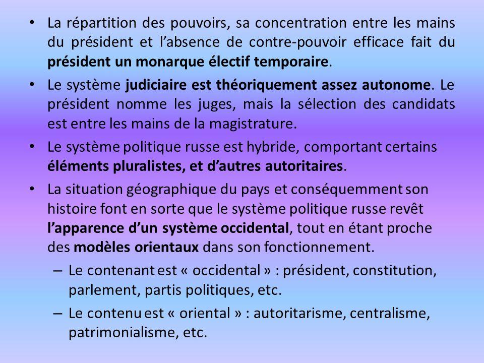 La répartition des pouvoirs, sa concentration entre les mains du président et l'absence de contre-pouvoir efficace fait du président un monarque électif temporaire.