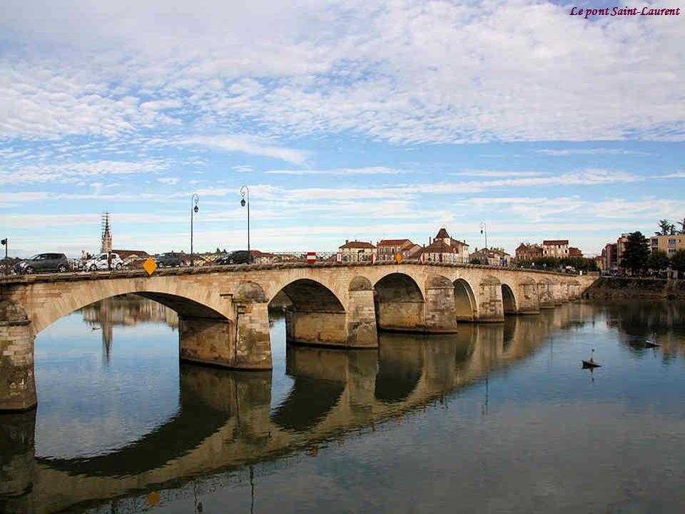 M con est une ville pr fecture du d partement de sa ne et - Piscine st laurent du pont ...