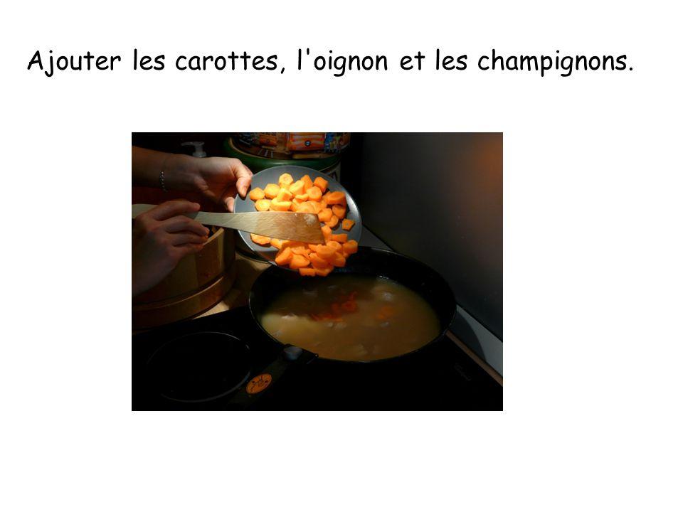 Ajouter les carottes, l oignon et les champignons.