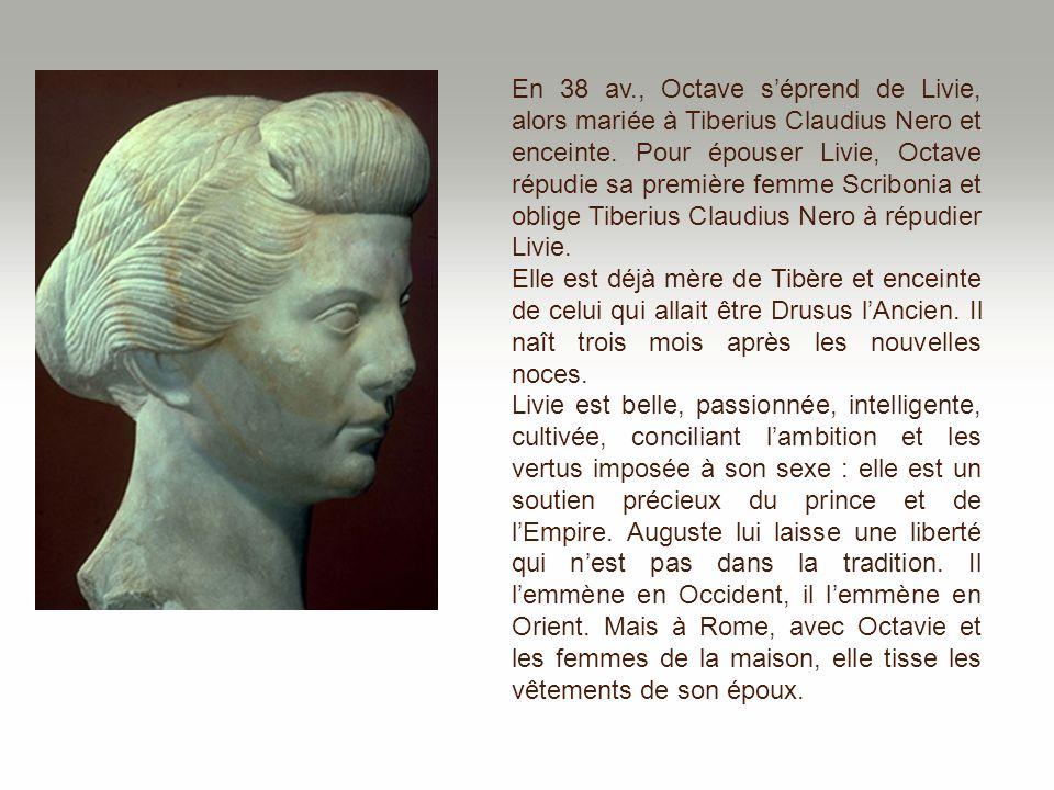 En 38 av., Octave s'éprend de Livie, alors mariée à Tiberius Claudius Nero et enceinte. Pour épouser Livie, Octave répudie sa première femme Scribonia et oblige Tiberius Claudius Nero à répudier Livie.