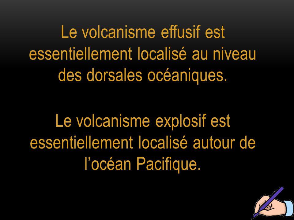 Le volcanisme effusif est essentiellement localisé au niveau des dorsales océaniques.