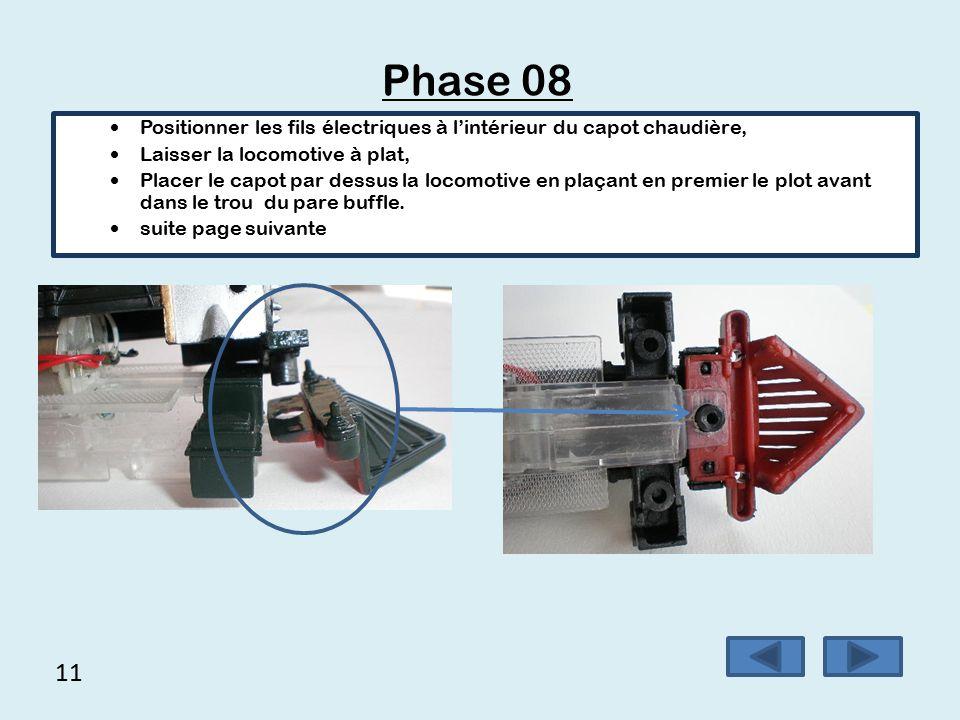 Phase 08 Positionner les fils électriques à l'intérieur du capot chaudière, Laisser la locomotive à plat,