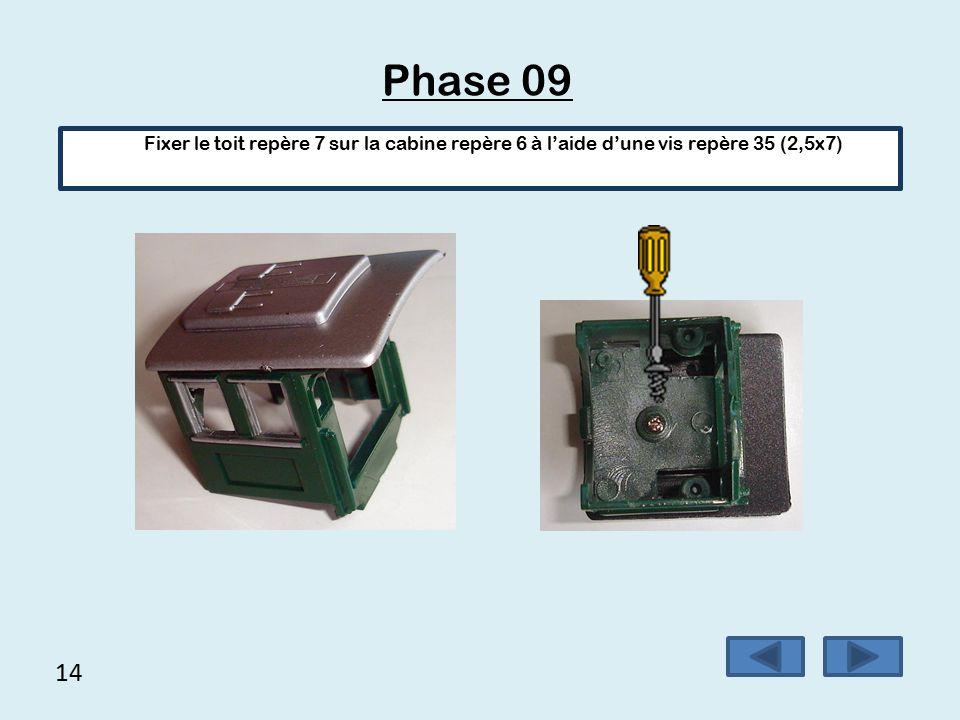 Phase 09 Fixer le toit repère 7 sur la cabine repère 6 à l'aide d'une vis repère 35 (2,5x7) 14