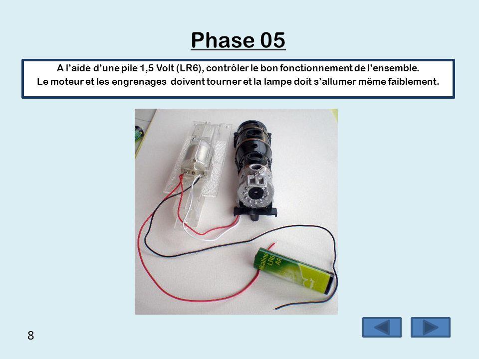 Phase 05 A l'aide d'une pile 1,5 Volt (LR6), contrôler le bon fonctionnement de l'ensemble.