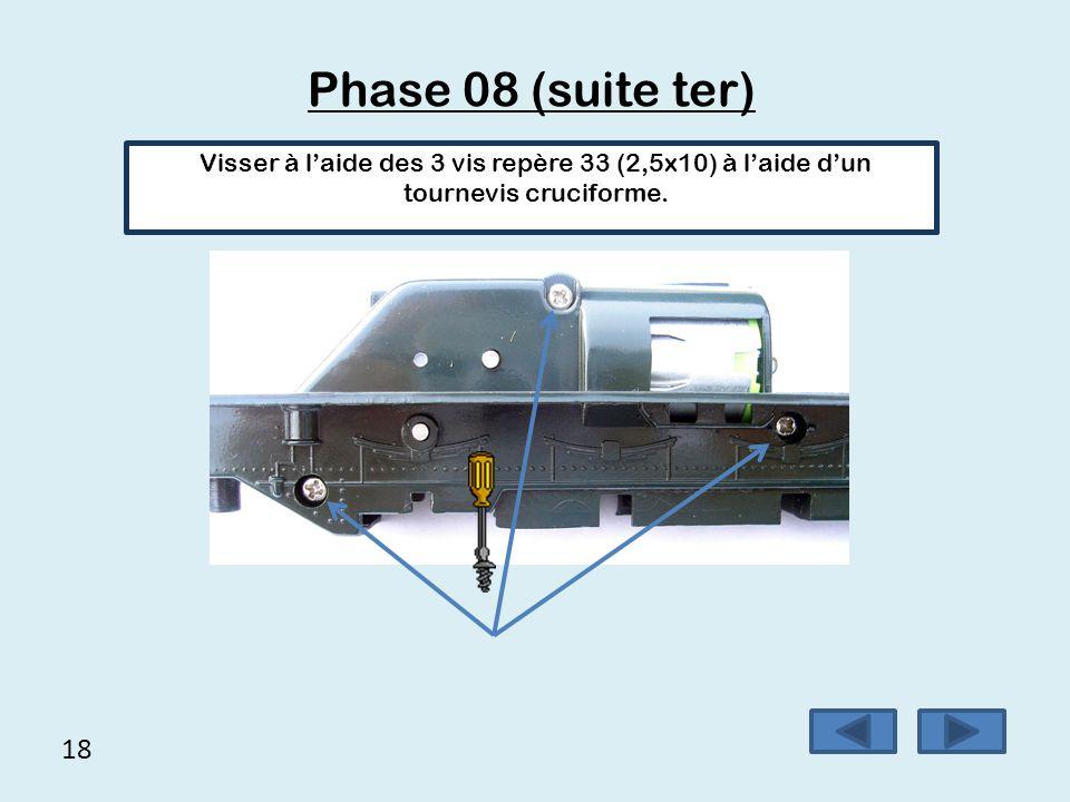 Phase 08 (suite ter) Visser à l'aide des 3 vis repère 33 (2,5x10) à l'aide d'un tournevis cruciforme.