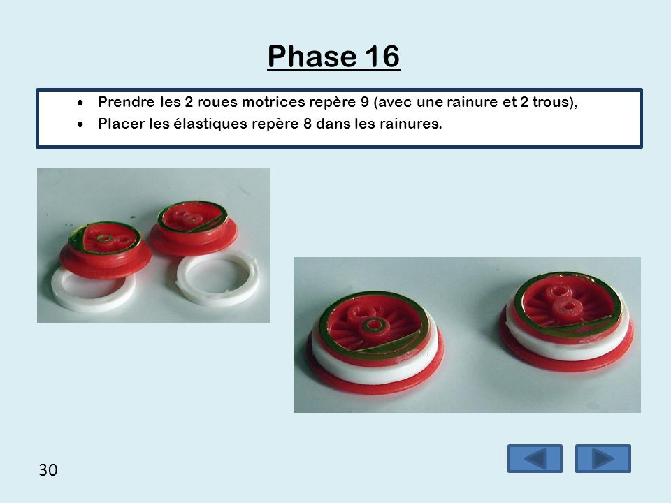 Phase 16 Prendre les 2 roues motrices repère 9 (avec une rainure et 2 trous), Placer les élastiques repère 8 dans les rainures.