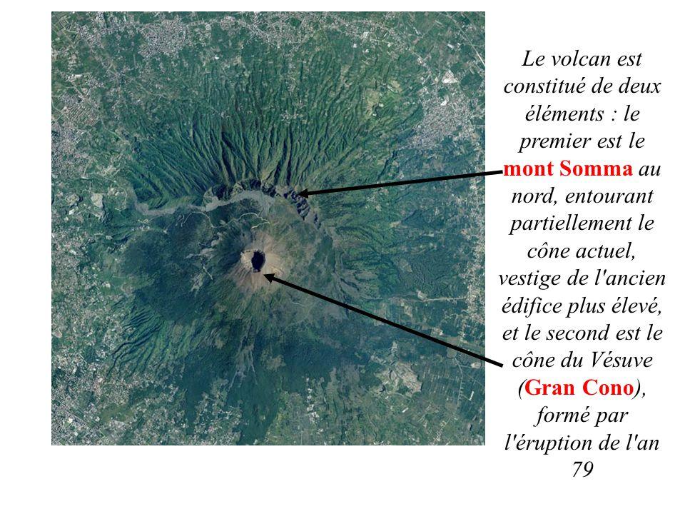 Le volcan est constitué de deux éléments : le premier est le mont Somma au nord, entourant partiellement le cône actuel, vestige de l ancien édifice plus élevé, et le second est le cône du Vésuve (Gran Cono), formé par l éruption de l an 79