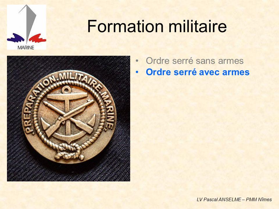 Formation militaire Ordre serré sans armes Ordre serré avec armes