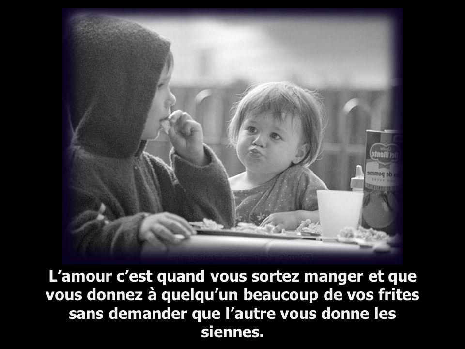 L'amour c'est quand vous sortez manger et que vous donnez à quelqu'un beaucoup de vos frites sans demander que l'autre vous donne les siennes.