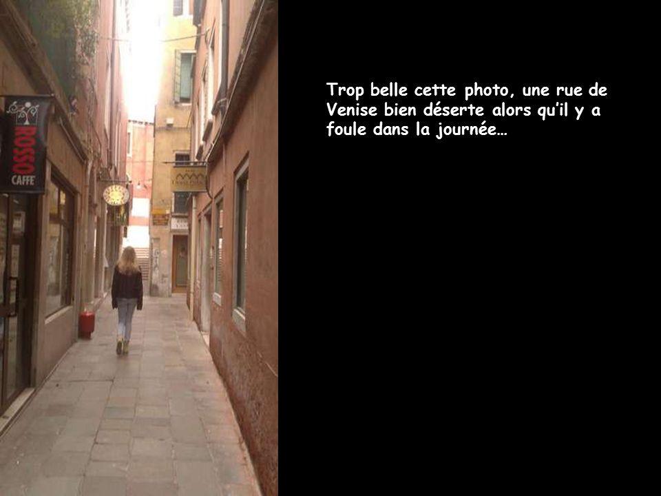 Trop belle cette photo, une rue de Venise bien déserte alors qu'il y a foule dans la journée…