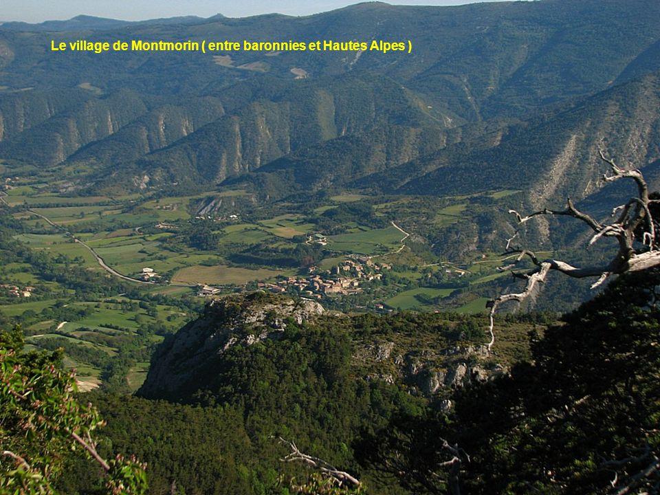 Le village de Montmorin ( entre baronnies et Hautes Alpes )