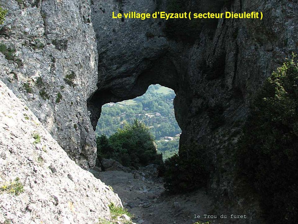 Le village d'Eyzaut ( secteur Dieulefit )