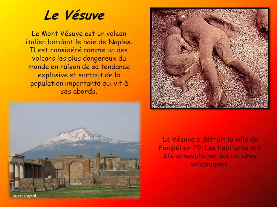 Le Mont Vésuve est un volcan italien bordant le baie de Naples.