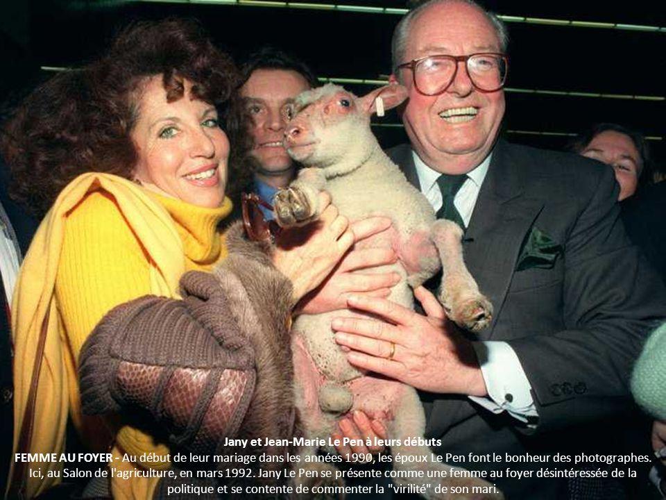 Jany et Jean-Marie Le Pen à leurs débuts FEMME AU FOYER - Au début de leur mariage dans les années 1990, les époux Le Pen font le bonheur des photographes.