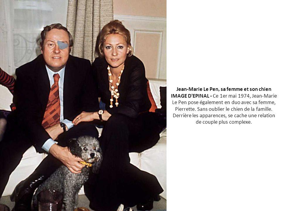 Jean-Marie Le Pen, sa femme et son chien IMAGE D EPINAL - Ce 1er mai 1974, Jean-Marie Le Pen pose également en duo avec sa femme, Pierrette.
