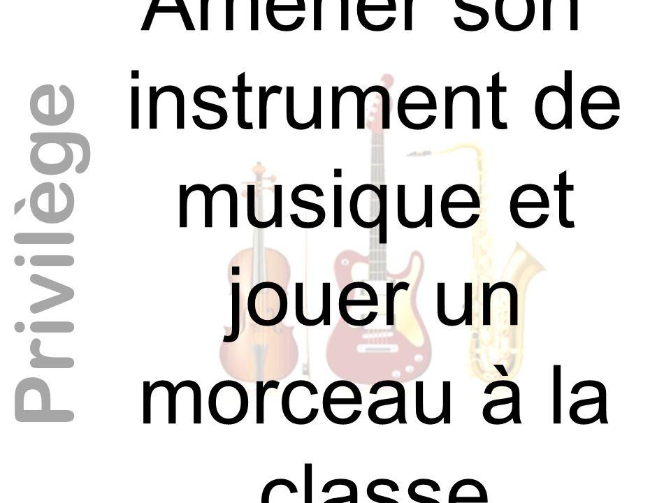 Amener son instrument de musique et jouer un morceau à la classe