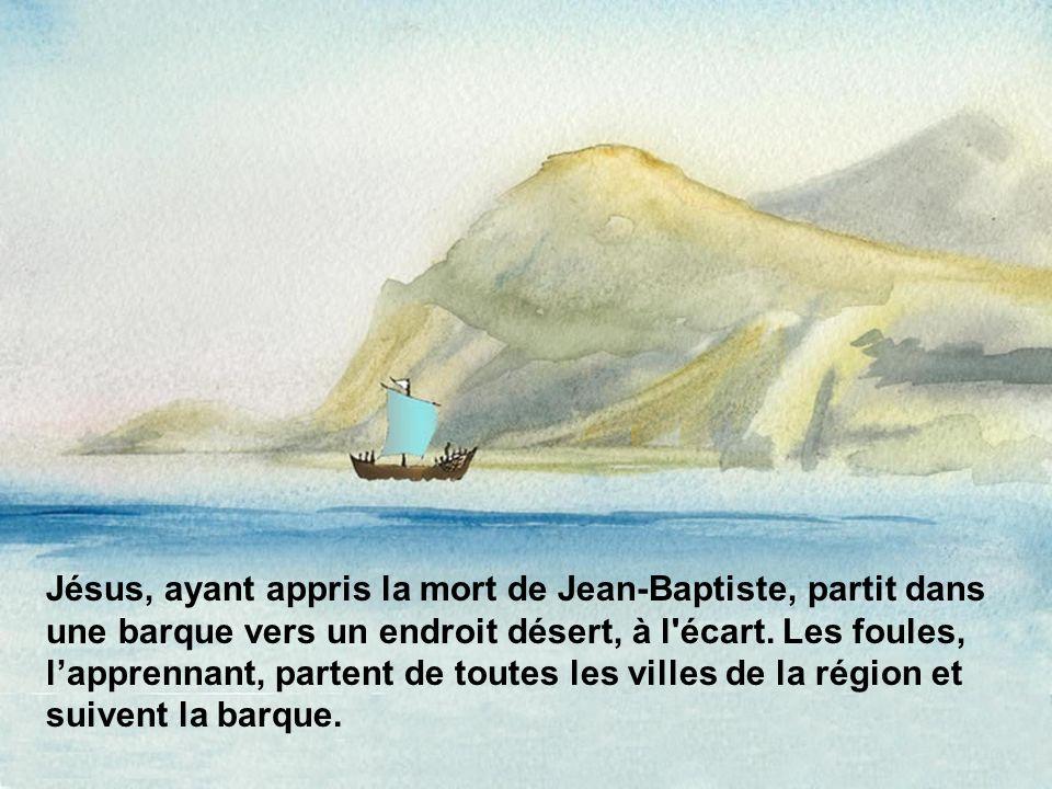 Jésus, ayant appris la mort de Jean-Baptiste, partit dans une barque vers un endroit désert, à l écart.
