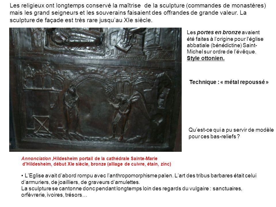 Les religieux ont longtemps conservé la maîtrise de la sculpture (commandes de monastères) mais les grand seigneurs et les souverains faisaient des offrandes de grande valeur. La sculpture de façade est très rare jusqu'au XIe siècle.