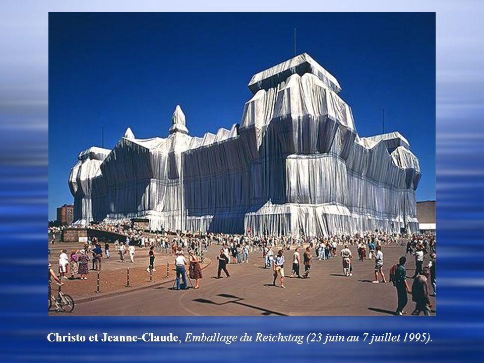 Christo et Jeanne-Claude, Emballage du Reichstag (23 juin au 7 juillet 1995).