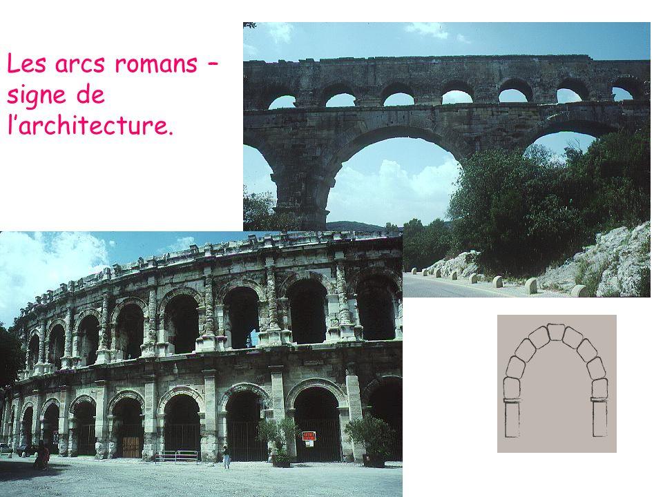 Les arcs romans – signe de l'architecture.