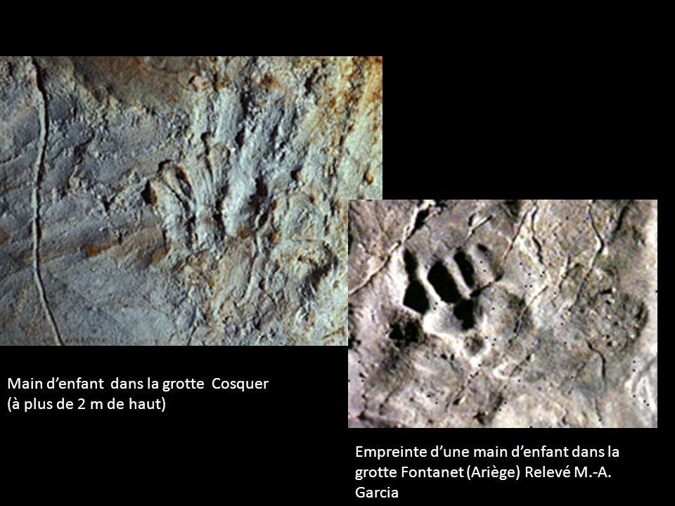 Main d'enfant dans la grotte Cosquer (à plus de 2 m de haut)