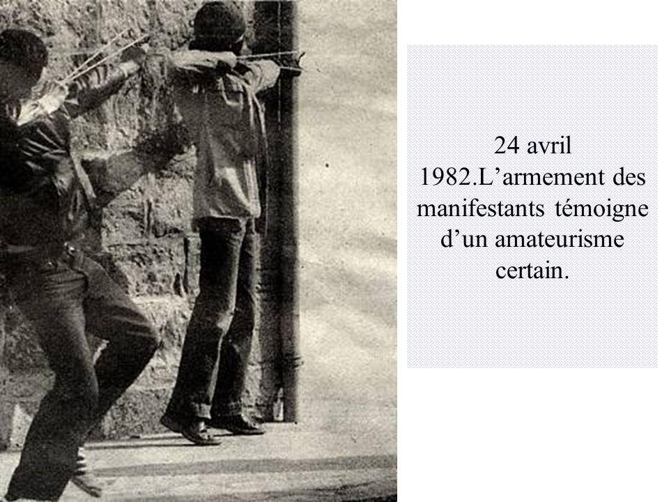 24 avril 1982.L'armement des manifestants témoigne d'un amateurisme certain.