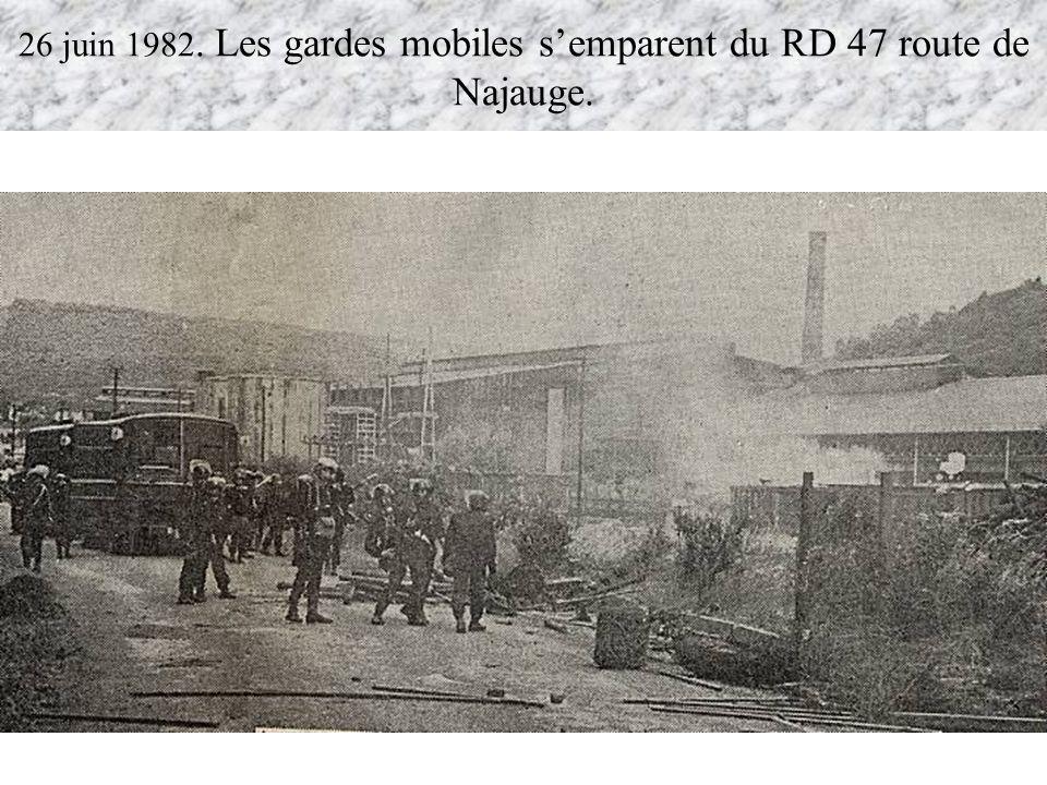 26 juin 1982. Les gardes mobiles s'emparent du RD 47 route de Najauge.